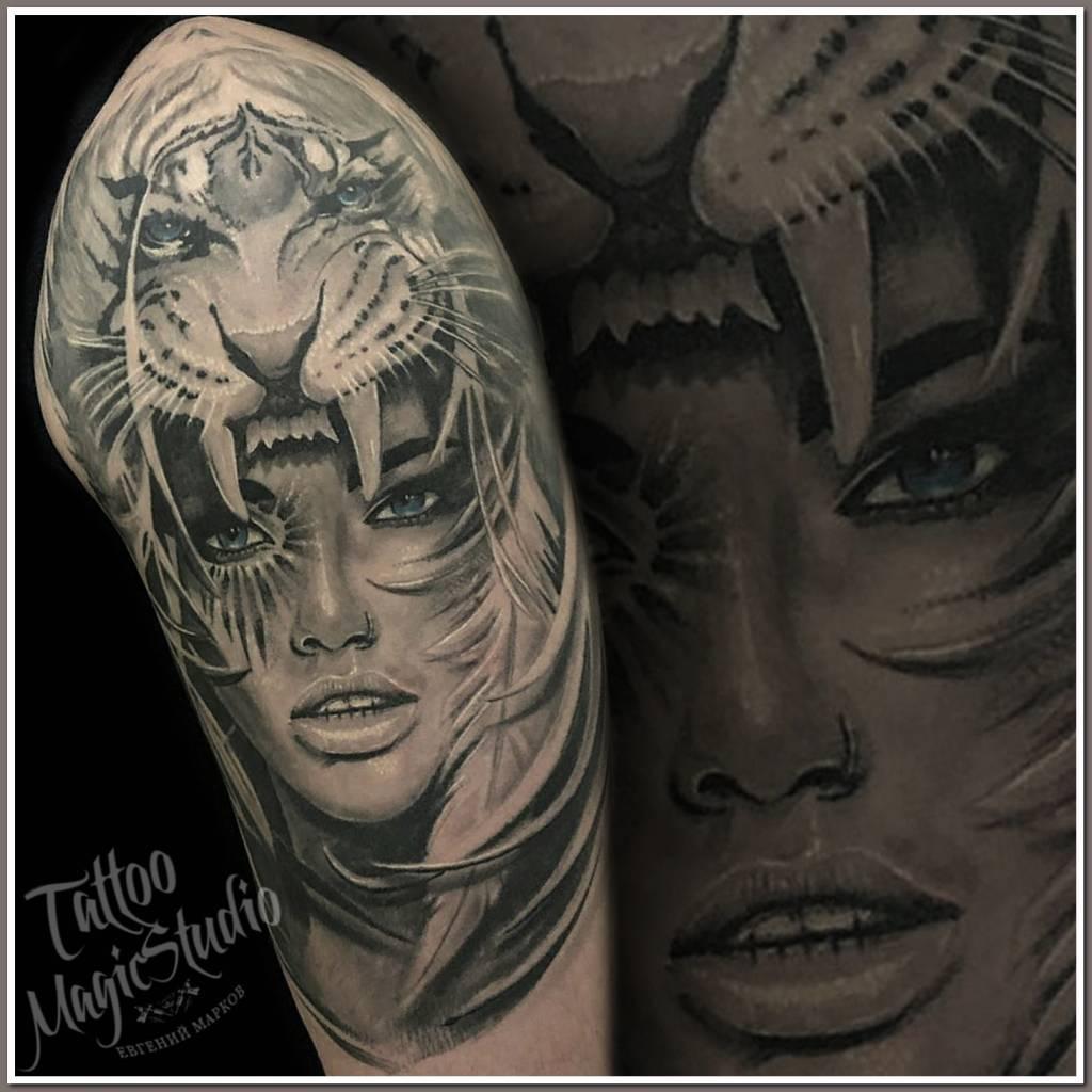 девушка тигр перья черно белая полностью зажившая girl tiger feathers black and grey healed tattoo