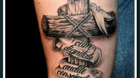деревянный крест ленточка надпись