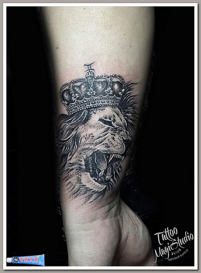 лев в короне