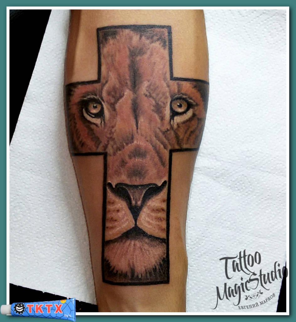 лев в кресте