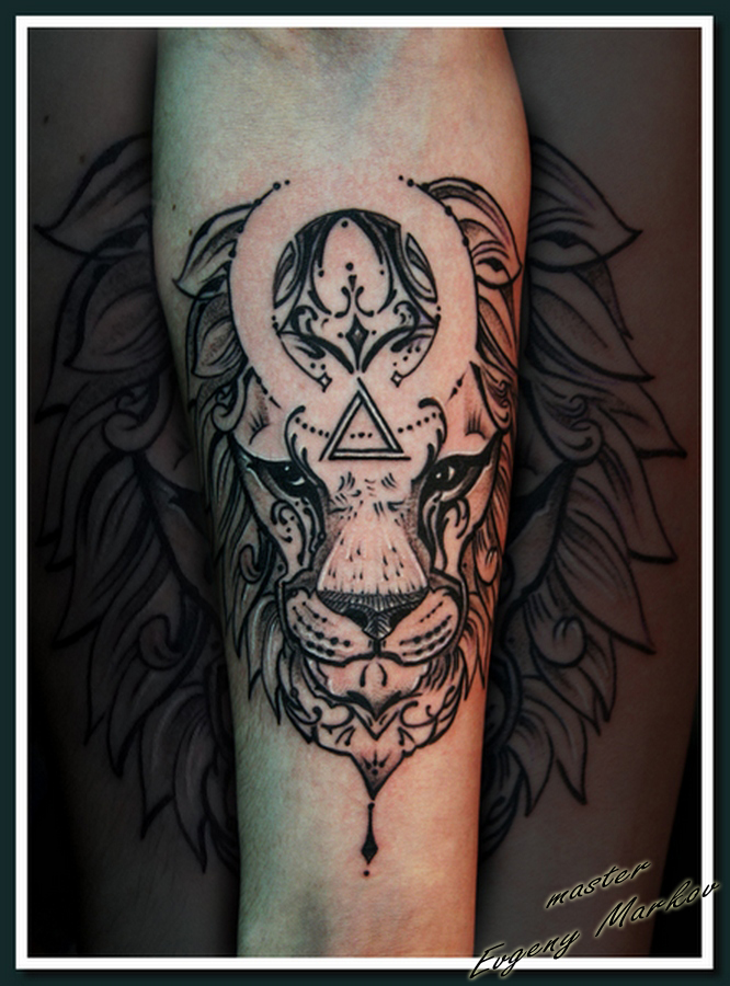 лев black & grey tattoo