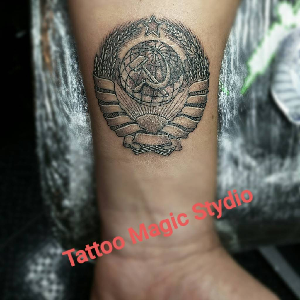 #tattoomagicstudio#sochitattoomaster#tattooman#tattoosochiru#miniaturetattoo#ussrtattoo#ussr#coatofarms#гербссср#сссржив#миниатюрнаятату